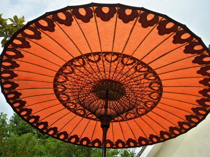 Eight Foot Medium Oriental Umbrella, Parasol, Green, Black ans Gold